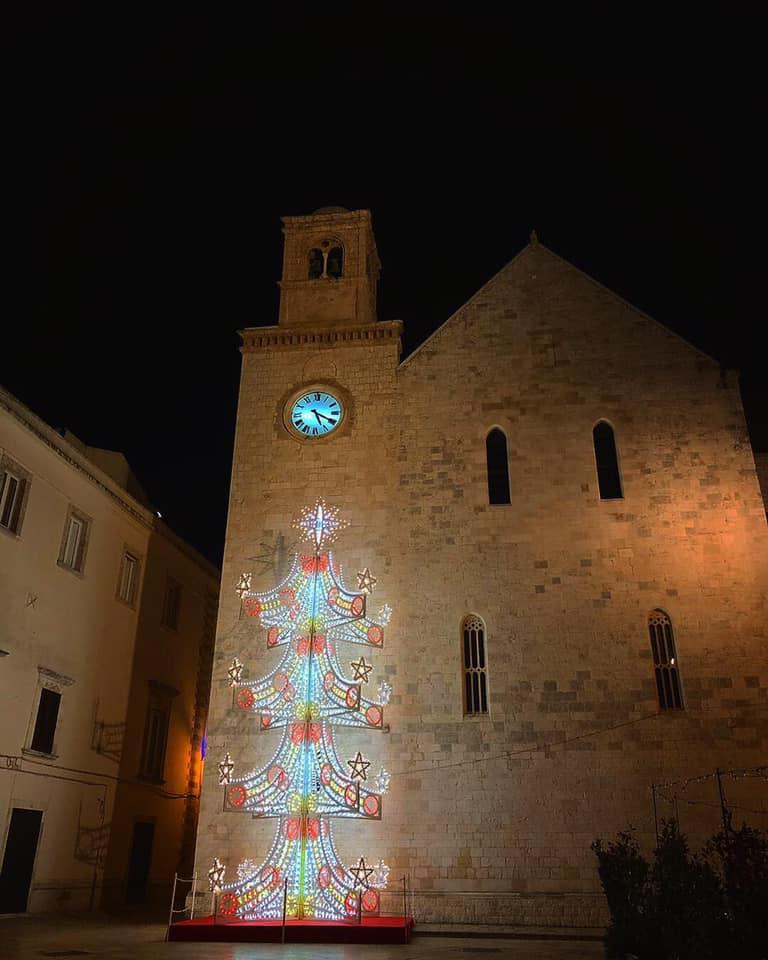 Conversano (BA) – sfida su Instagram a colpi di Albero di Natale